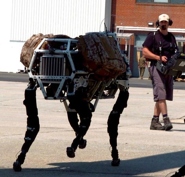 LAND_Robot_BigDog_and_Controller_lg